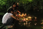 loy krathong woman